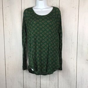 Green Christmas tunic ,curved hem neckline. Wreath